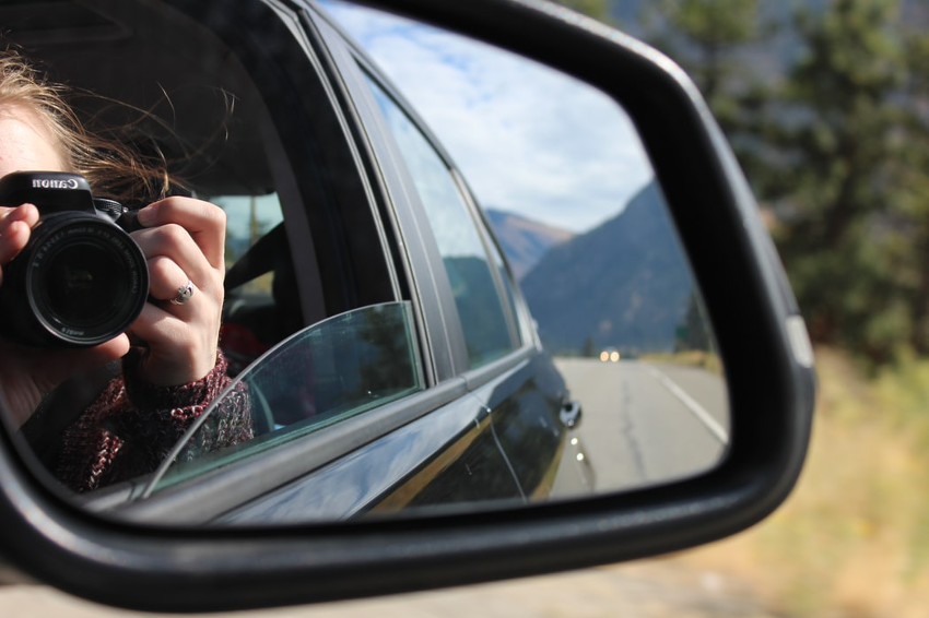 ¿Qué elementos de tu vehículo debes revisar antes de salir de viaje?